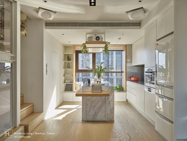 廚房設計可用餐的中島:  系統廚具 by SECONDstudio,