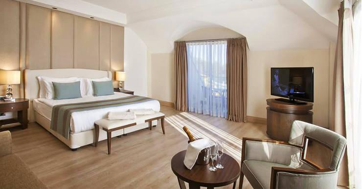 KALYA İÇ MİMARLIK \ KALYA INTERIOR DESIGN – Deluxe Otel Odası :  tarz Oteller, Klasik Ahşap Ahşap rengi
