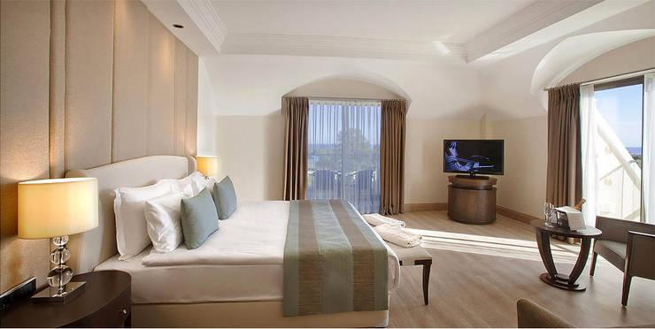 KALYA İÇ MİMARLIK \ KALYA INTERIOR DESIGN – Deluxe Otel Odası - Yatak Başı:  tarz Oteller, Klasik Ahşap Ahşap rengi