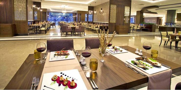 KALYA İÇ MİMARLIK \ KALYA INTERIOR DESIGN – Otel Ana Restoranı - Localar:  tarz Yeme & İçme, Klasik Ahşap Ahşap rengi