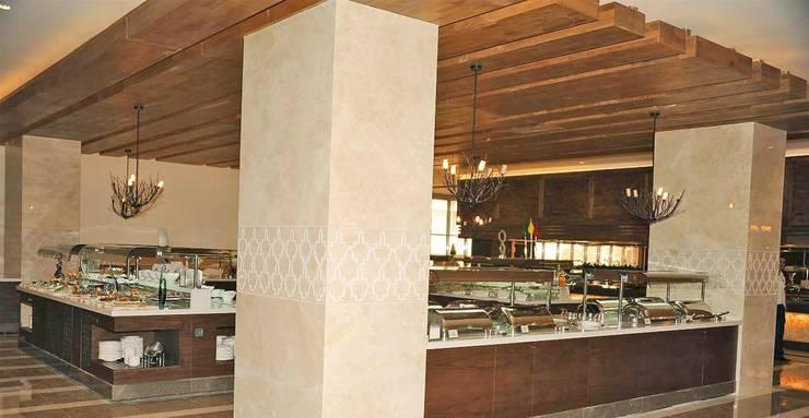 KALYA İÇ MİMARLIK \ KALYA INTERIOR DESIGN – Otel Ana Restoranı - Servis Üniteleri:  tarz Yeme & İçme, Klasik Ahşap Ahşap rengi