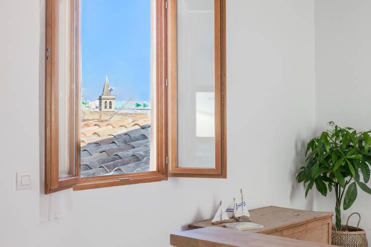 Atico en Palma:  Dining room by Fiol arquitectes,
