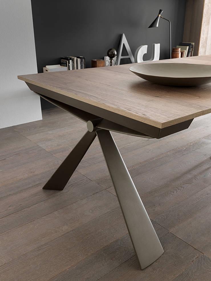 consolle design moderna estensibile: Sala da pranzo in stile  di Mobili a Colori ,