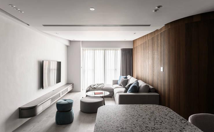 Living area:  客廳 by 湜湜空間設計,