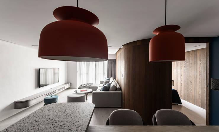 Dining area:  客廳 by 湜湜空間設計,
