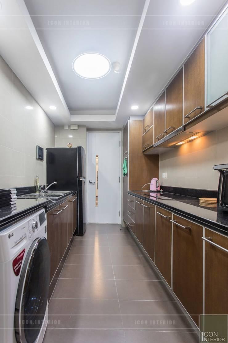 Phong cách Đông Dương trong căn hộ 3 phòng ngủ Saigon Pearl:  Nhà bếp by ICON INTERIOR,