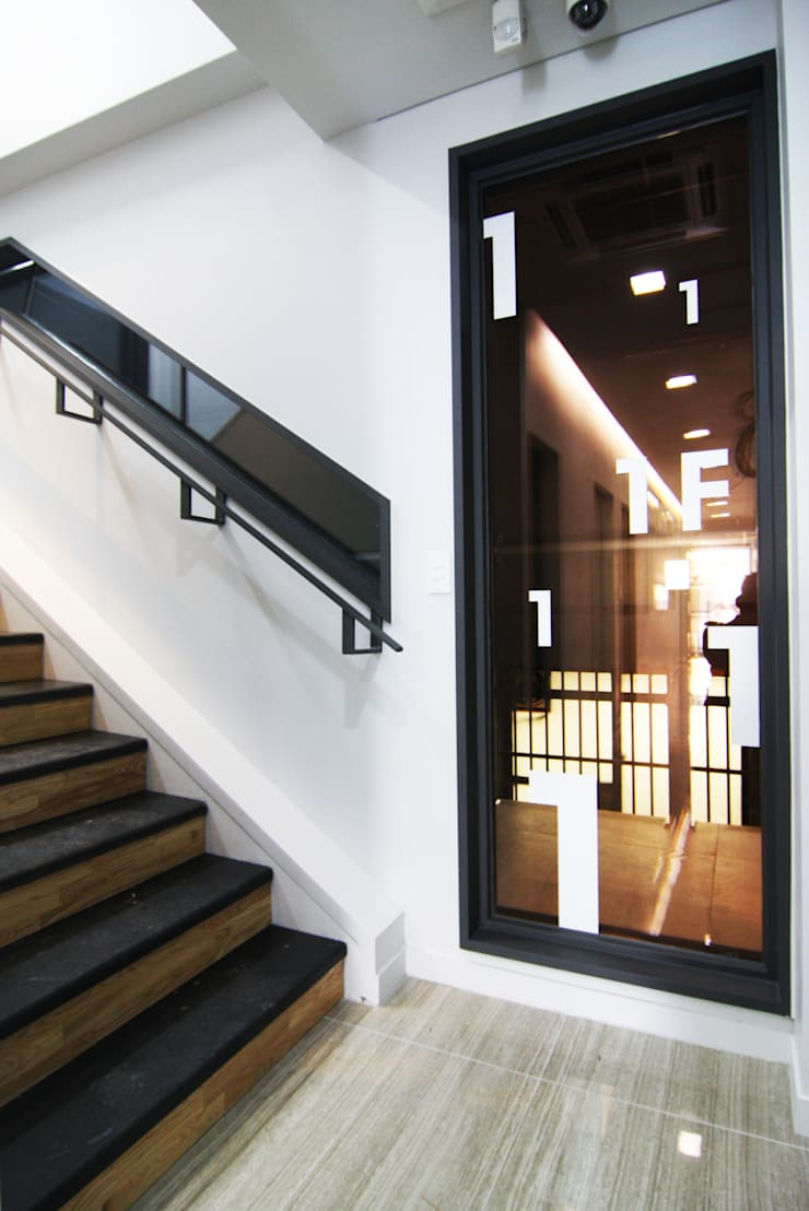 오피스사무실 - 복도디자인: IDA - 아이엘아이 디자인 아틀리에의  사무실,