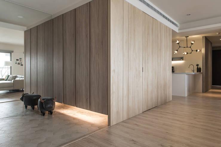 儲藏櫃: 現代  by 詩賦室內設計, 現代風