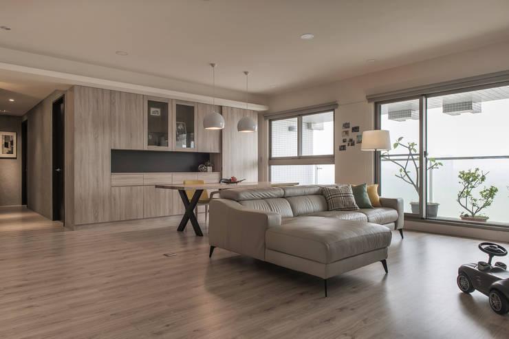 Salones de estilo  de 詩賦室內設計, Moderno