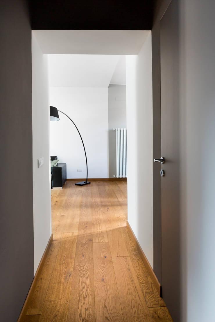 RG House Ingresso, Corridoio & Scale in stile moderno di GruppoTre Architetti Moderno