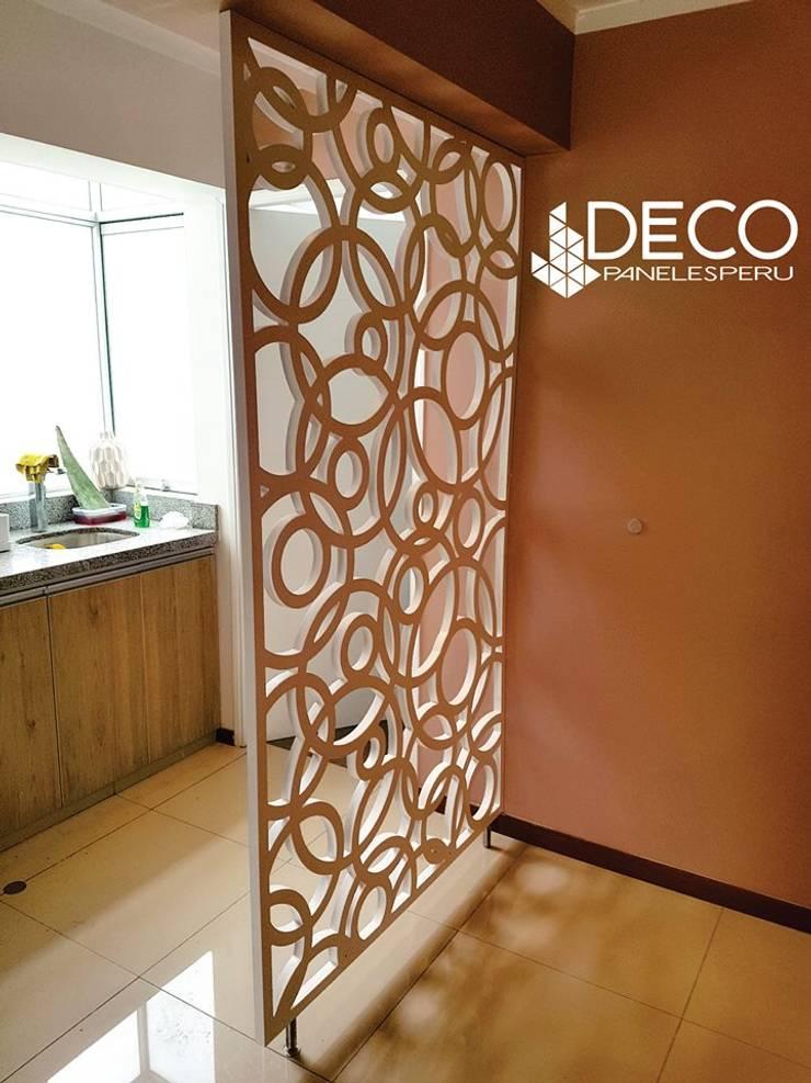 separador de ambientes : Cocinas pequeñas de estilo  por DecoPaneles Peru,
