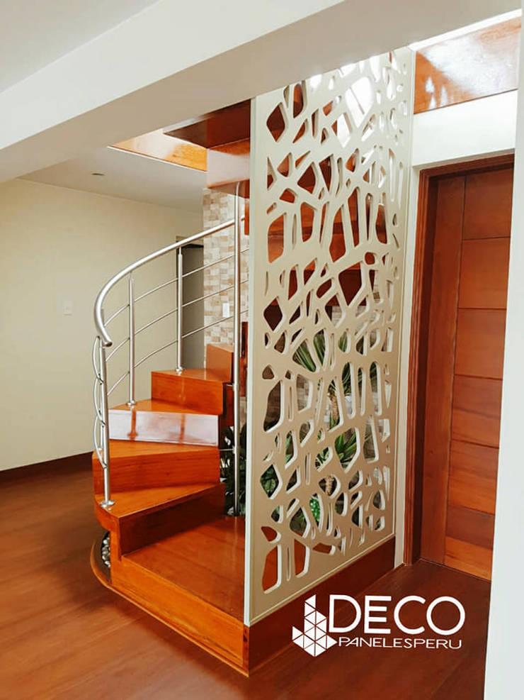 separador de ambientes : Escaleras de estilo  por DecoPaneles Peru,