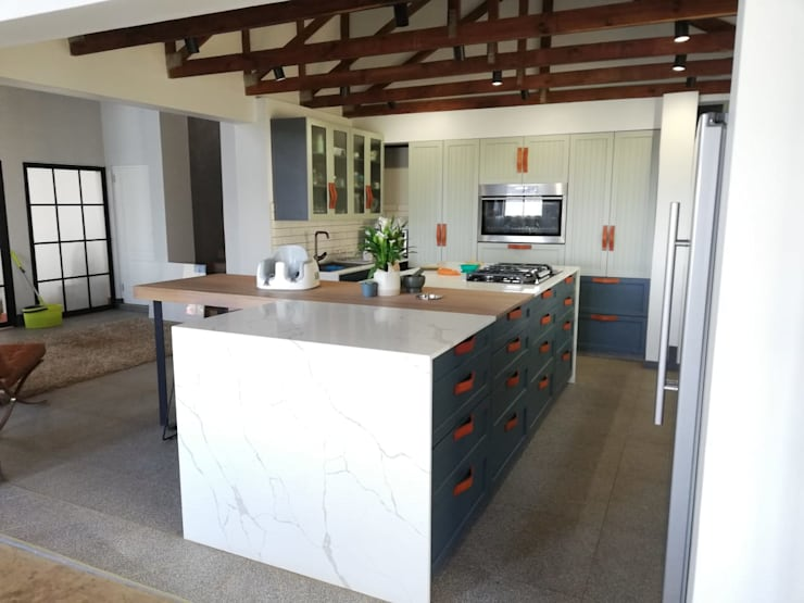 Woodlands Home:  Kitchen by Inex Projects CC,