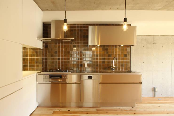 ステンレスキッチン: 三浦喜世建築設計事務所が手掛けたキッチンです。,ミニマル