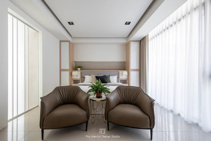 Dormitorios pequeños de estilo  por 璞玥室內裝修有限公司