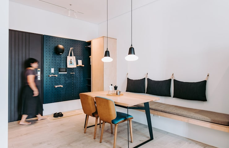 Couloir et hall d'entrée de style  par MSBT 幔室布緹, Scandinave Métal