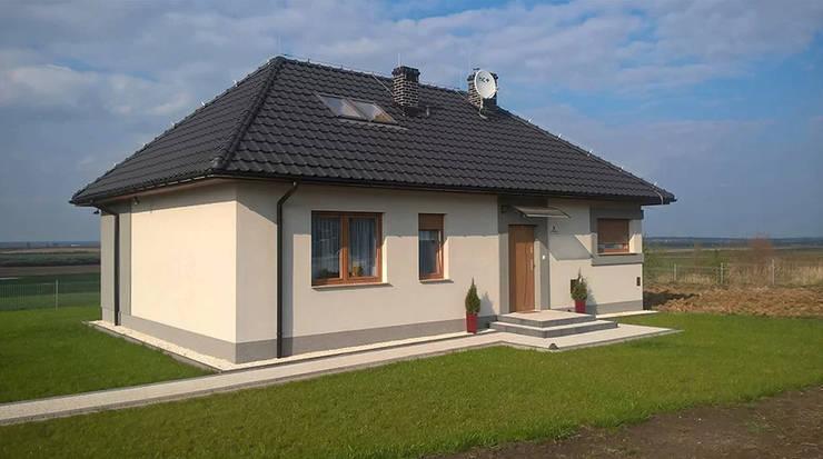 Dom z keramzytu w Ziemnicach:  Small houses by Dom z Keramzytu,