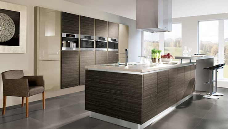 Melawood 2mm impact kitchen with quartz tops:  Kitchen units by ATLAS KITCHENS,