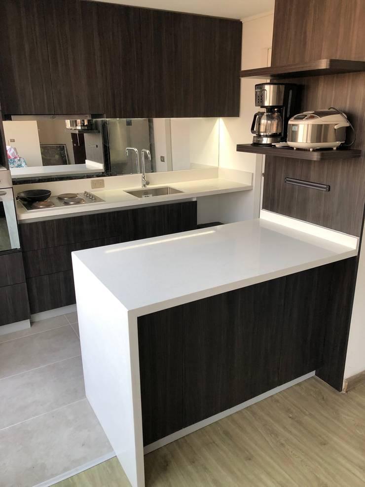 Kleine Küche von balConcept SpA, Modern Quarz