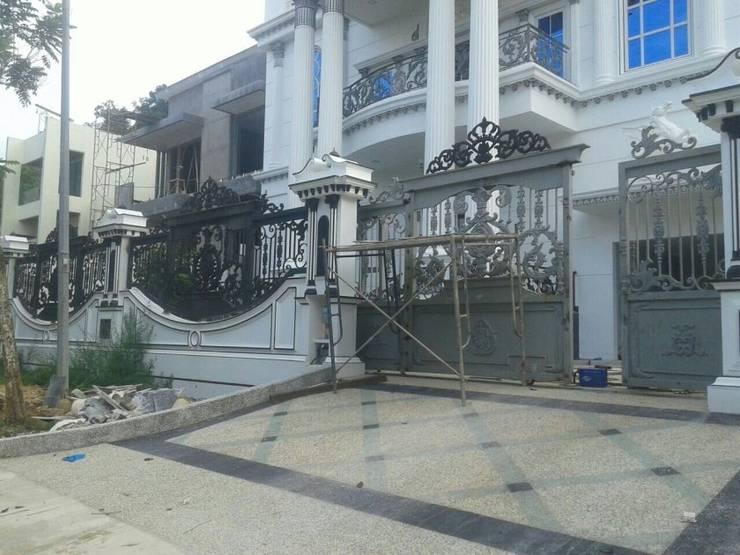 Pintu Gerbang Besi Tempa dan Pagar Besi Tempa: pintu depan oleh VENUS BESI TEMPA,
