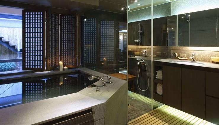 大型的泡湯池可以享受泡湯樂趣:  浴室 by 鼎爵室內裝修設計工程有限公司,