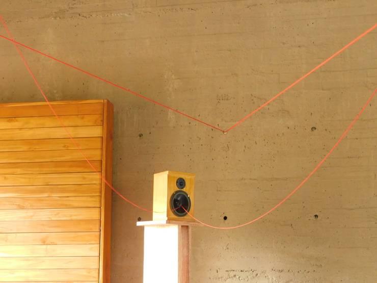 LATIDOS - Arte sonoro en el Centro de Memoria: Museos de estilo  por D-fi Sound,
