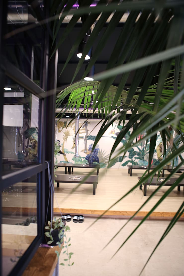 정통돼지갈비 돌탑갈비: 주식회사 큰깃의  복도 & 현관,모던