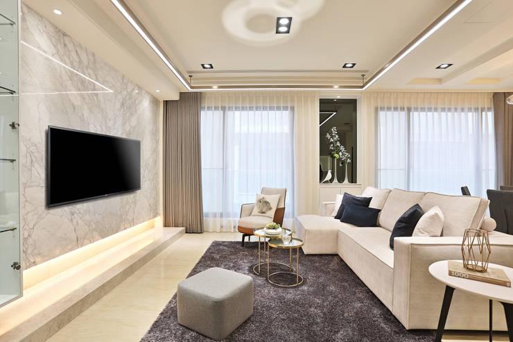 美麗新世界:  客廳 by 安提阿設計有限公司,