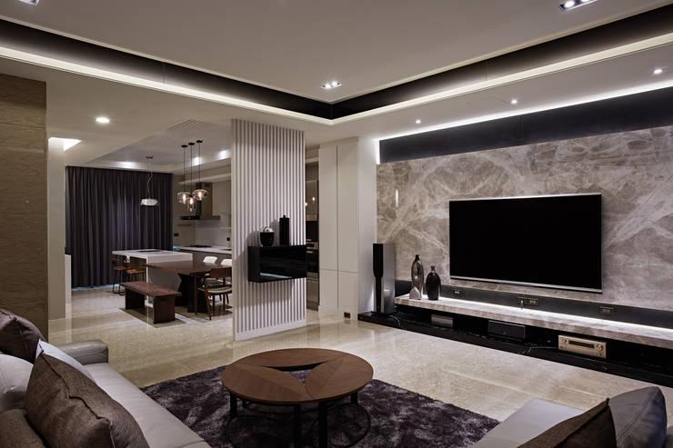 TL宅:  客廳 by 瑞嗎空間設計,