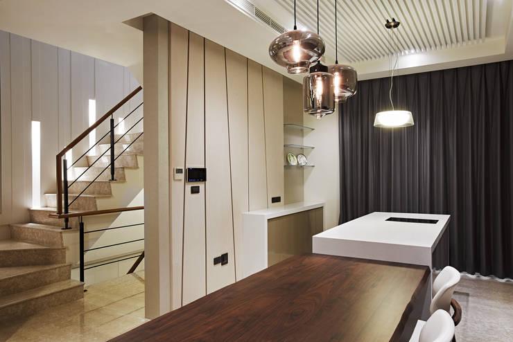 TL宅:  餐廳 by 瑞嗎空間設計,