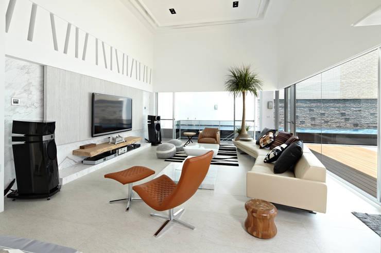 Ruang Keluarga oleh 瑞嗎空間設計, Modern