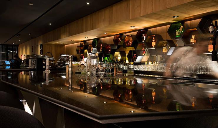 Bar & Klub  oleh PERCEPTon, Eklektik