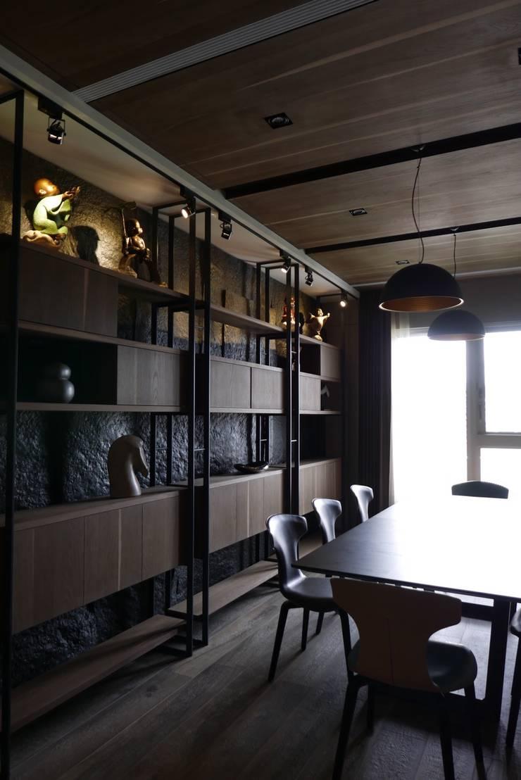 信義頌C宅:  餐廳 by 瑞嗎空間設計,