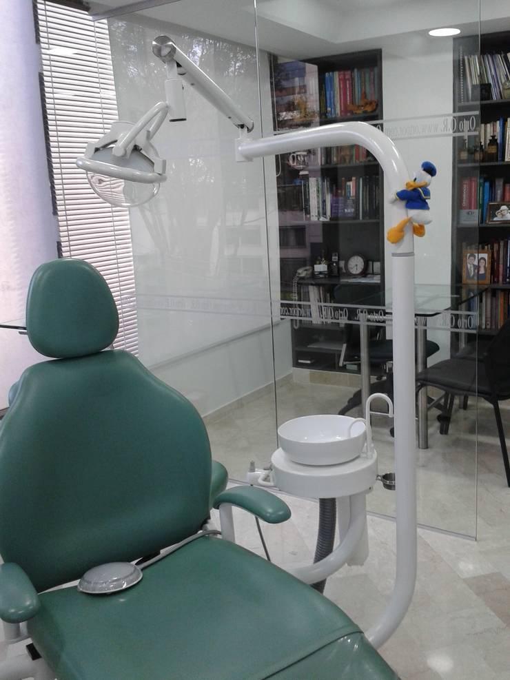 Remodelacion consultorio Odontologico: Estudios y despachos de estilo  por Goodhaus SAS,
