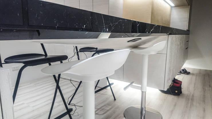 吧檯設計細部:  餐廳 by 大吉利室內裝修設計工程有限公司,