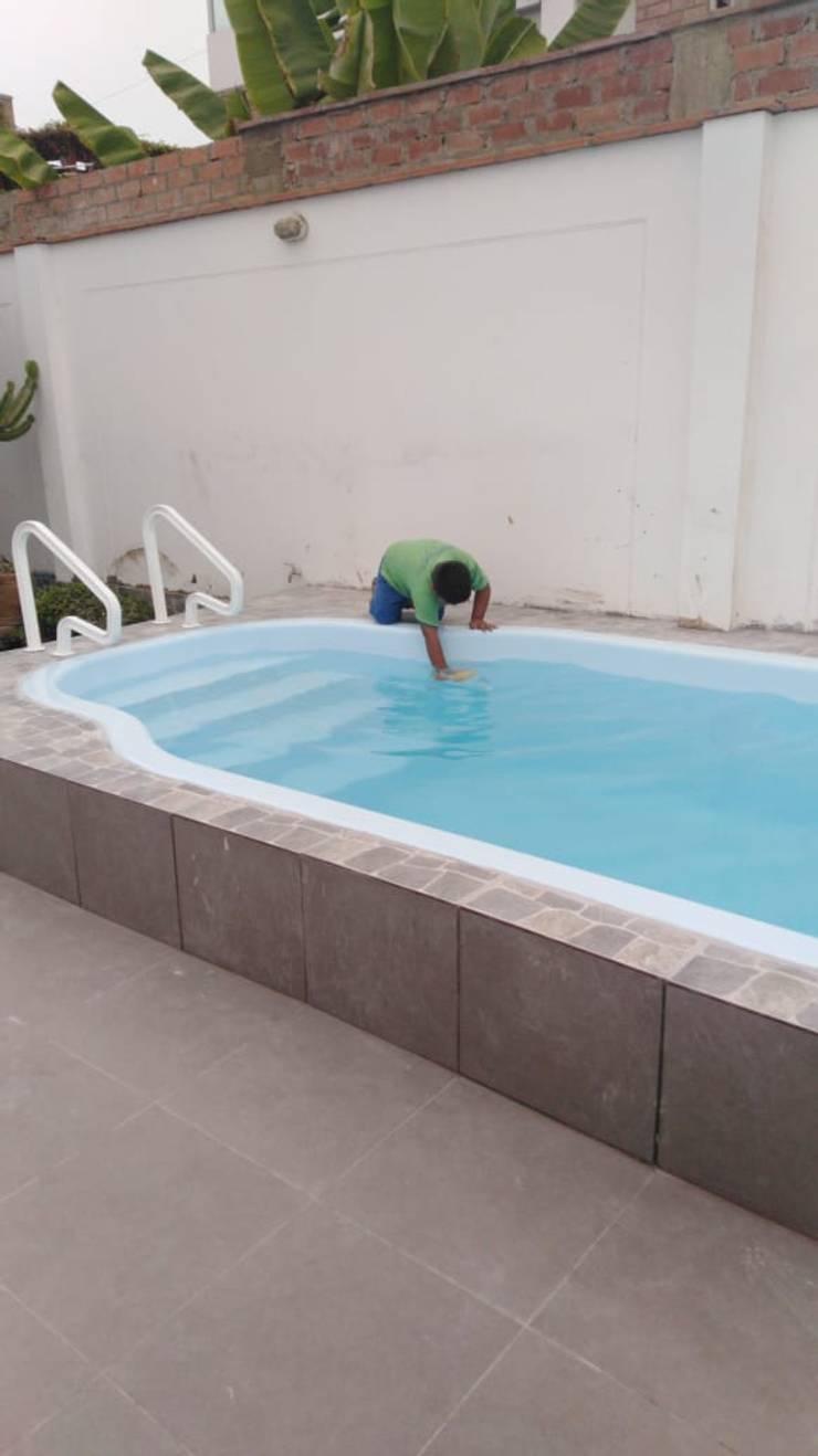 Supervisando:  de estilo  por Pool Solei,