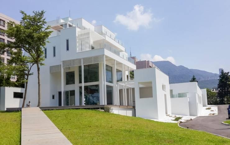 地中海風格,樸實華美:  房子 by 全天候氣密窗,