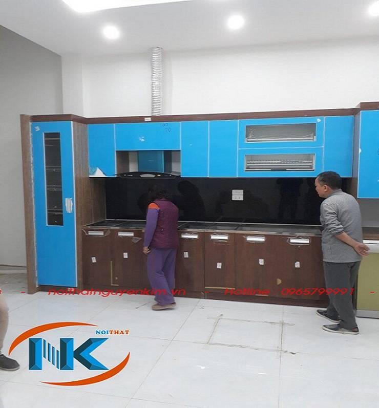 Combo mẫu tủ bếp thẳng cho căn bếp hẹp chiều ngang:   by Nội thất Nguyễn Kim,