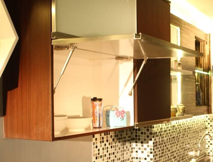 Beverly Honeycomb Tipe Studio Apartment: Kamar Mandi oleh POWL Studio,