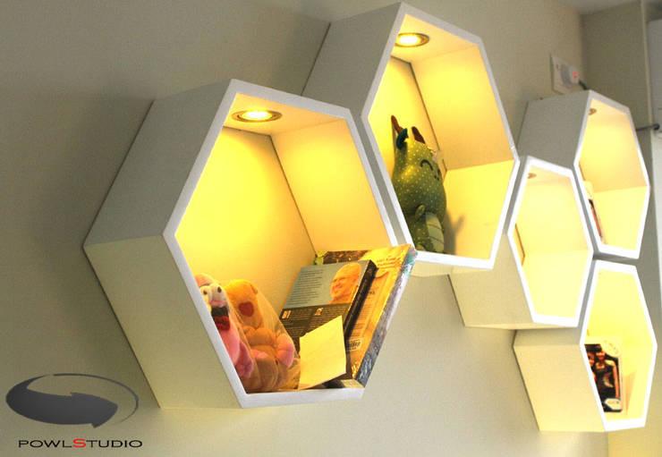 Beverly Honeycomb Tipe Studio Apartment: Ruang Multimedia oleh POWL Studio,