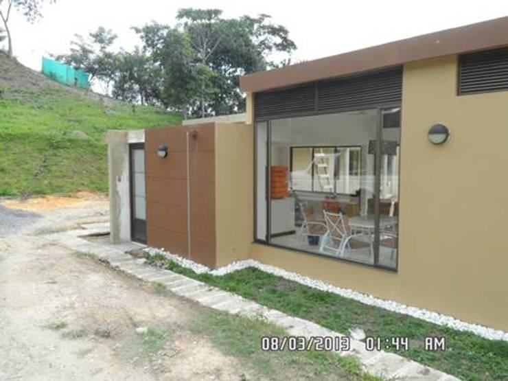 Casas de campo de estilo  por NetCom Construcciones, Moderno