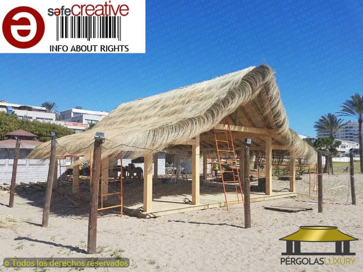 CONSTRUCCION CHIRINGUITO PLAYA PADRE 2017: Bares y Clubs de estilo  de PERGOLAS LUXURY , Tropical