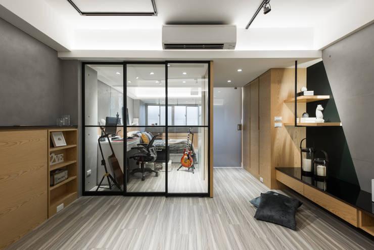 書房:  飯店 by 你你空間設計,