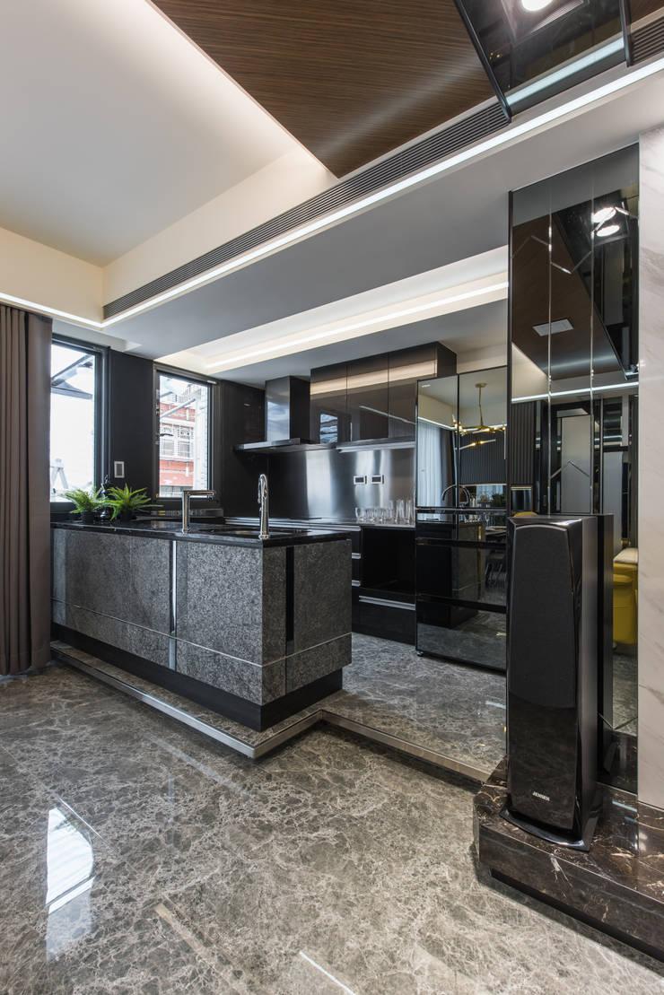 廚房:  小廚房 by 你你空間設計,