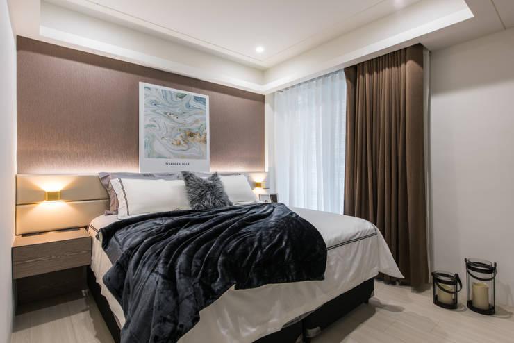 Маленькие спальни в . Автор – 你你空間設計, Модерн Дерево Эффект древесины
