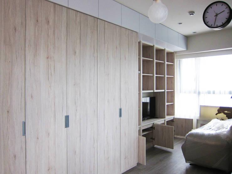 衣櫃:  客廳 by ISQ 質の木系統家具,