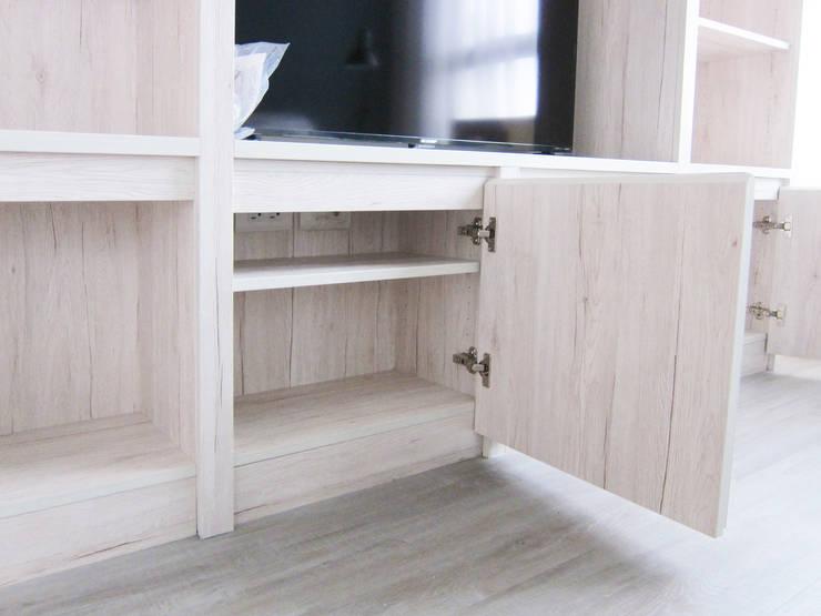 電視櫃:  客廳 by ISQ 質の木系統家具,