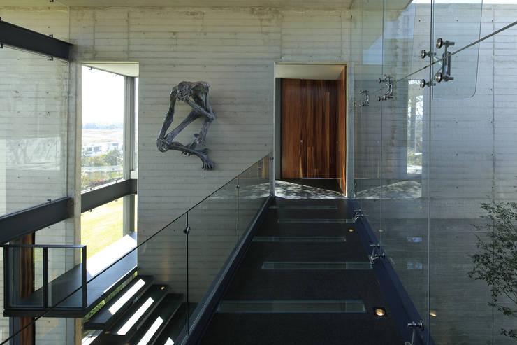 Corridor, hallway by Echauri Morales Arquitectos, Modern