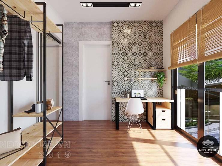 Thiết kế thi công nội thất biệt thự phố 3 tầng tại quận 12:  Bedroom by NEOHouse,