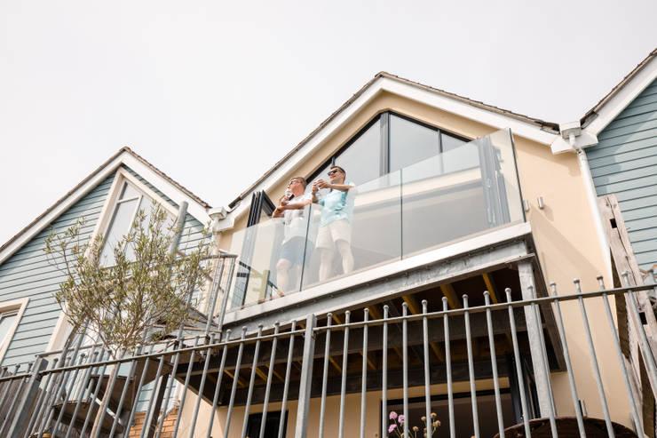 Balcón de estilo  de dwell design, Moderno
